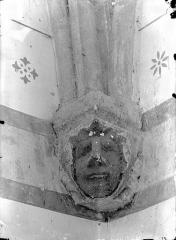 Eglise Notre-Dame - Vue intérieure du choeur : Console sculptée