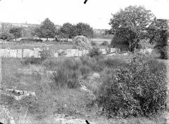 Cimetière gallo-romain - Clôture de dalles funéraires