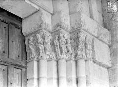 Cathédrale Saint-Pierre - Portail de la façade nord dit porte Saint-Michel - Chapiteaux, côté droit : Annonciation, Adoration des mages, Visitation