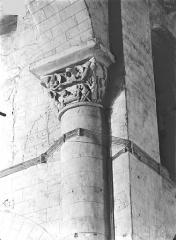 Eglise Saint-Hilaire - Chapiteaux : Mort de saint Hilaire et ascension de son âme au ciel