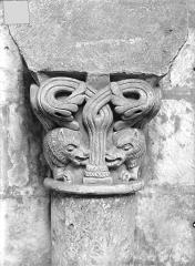 Eglise Saint-Jean de Montierneuf - Chapiteau : Animaux affrontés