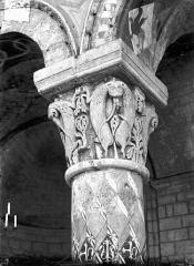 Eglise Sainte-Radegonde - Chapiteau du choeur : Quadrupèdes cabrés