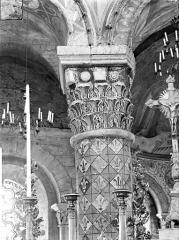 Eglise Sainte-Radegonde - Chapiteau du choeur : Feuilles d'acanthes