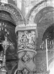 Eglise Sainte-Radegonde - Chapiteau du choeur : Daniel exposé aux lions et sauvé par l'intervention divine
