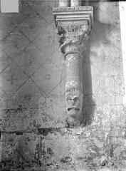 Eglise Sainte-Radegonde - Console sculptée de la sacristie