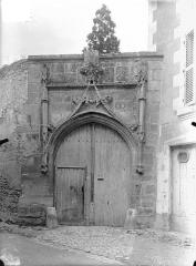 Maison - Portail du 15ème siècle sur la rue