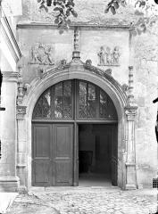 Ancien doyenné Saint-Hilaire - Porte donnant sur la cour