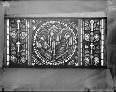 Eglise Saint-Gengoult et son cloître - Vitrail de l'abside, lancette gauche, panneaux inférieurs 1