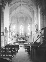 Eglise paroissiale Saint-Thibault - Vue intérieure de la nef vers le choeur