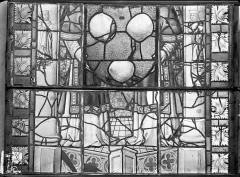 Ancienne cathédrale Saint-Etienne et son cloître - Vitrail du transept nord, fenêtre A, panneaux inférieurs