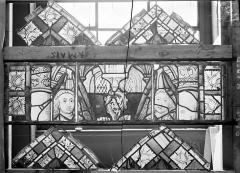 Ancienne cathédrale Saint-Etienne et son cloître - Vitrail du transept nord, fenêtre D, panneau médian et bordures