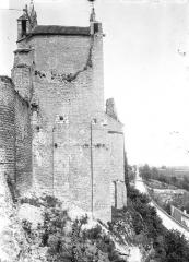 Château d'Harcourt - Vue sur les douves, à l'est