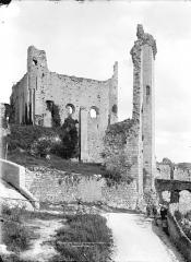 Château baronial ou des Evêques de Poitiers - Façade ouest
