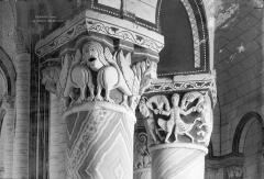 Eglise Saint-Pierre - Chapiteaux du rond-point du choeur