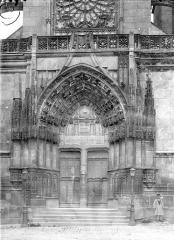Eglise Saint-Martin (ancienne collégiale) - Portail de la façade ouest