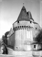 Château et ses dépendances - Tour sud-ouest