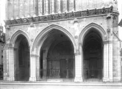 Eglise Notre-Dame - Porche de la façade ouest