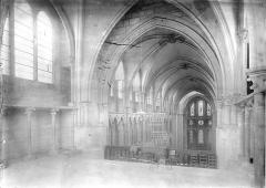 Eglise Notre-Dame - Vue intérieure de la nef, vers le nord-est, prise depuis la tribune