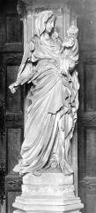 Ancienne chartreuse de Champmol, actuellement centre psychothérapique de Dijon - Portail de l'ancienne église. Statue du trumeau : La Vierge à l'Enfant