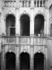 Maison - Cour intérieure : Arcades aus étages
