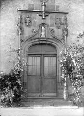 Couvent du Bon Pasteur ou des Cordeliers, à Montferrand - Façade sur rue : Porte du 16ème siècle