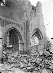 Eglise Saint-Martin - Vue intérieure de la nef : Deux grandes arcades