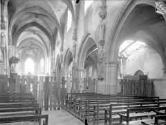 Eglise Saint-Médard - Vue intérieure de la nef et du bas-côté sud, vers le sud-est