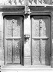 Eglise Saint-Antoine - Portail de la façade ouest : Portes à vantaux de style Renaissance