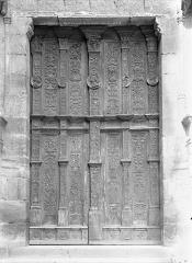 Eglise Saint-Jacques - Portail de la façade ouest : Portes à vantaux de style Renaissance
