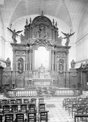 Ancien Hôpital Saint-Joseph - Chapelle Saint-Nicolas. Vue intérieure de la chapelle vers le choeur : Ensemble du maître-autel et des lambris du choeur