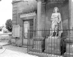 Statue de Racine - Vue d'ensemble