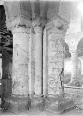 Ancienne église Saint-André - Vue intérieure du transept sud : Pilier