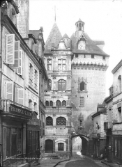 Hôtel de ville et Porte Picoys - Façade intra-muros, côté est