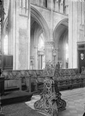 Cathédrale Saint-Julien - Choeur, vue diagonale, lutrins et stalles