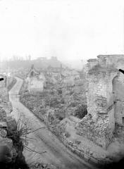 Porte de Laon et remparts - Vue prise de la porte de Laon