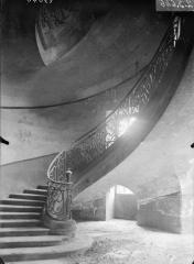Ancienne abbaye - Bâtiment de gauche, escalier