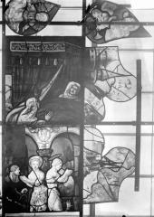 Eglise Saint-Samson - Vitraux, panneau 18 de la baie A, panneaux 2, 13, 14 de la baie B et panneaux 2 et 17 de la baie C