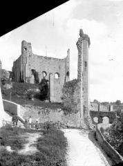 Château baronial ou des Evêques de Poitiers - Côté est