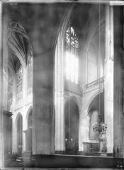 Eglise Saint-Gervais-Saint-Protais - Nef et bras sud du transept