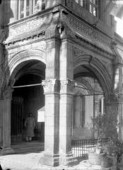 Pavillon d'Anne de Beaujeu, actuellement musée Anne de Beaujeu - Porche, détail