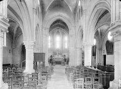 Eglise Saint-Etienne et ses abords - Nef, vue de l'entrée