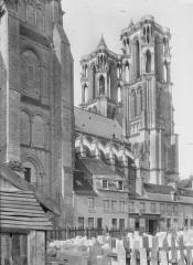 Ancienne cathédrale, actuellement église Notre-Dame, et cloître - Nef et clocher, au nord, partie