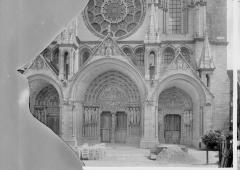 Ancienne cathédrale, actuellement église Notre-Dame, et cloître - Portail ouest