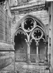 Ancienne cathédrale (église Notre-Dame) et ses annexes - Cloître, travée