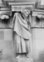 Cathédrale Notre-Dame - Figure d'homme soutenant une corniche