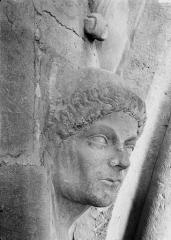 Cathédrale Notre-Dame - Tête d'amortissement, un moine