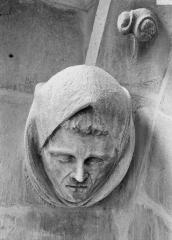 Cathédrale Notre-Dame - Tête d'amortissement, une femme