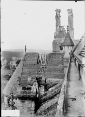 Cathédrale Saint-Gervais et Saint-Protais - Toit du bras sud du transept, galerie et tour