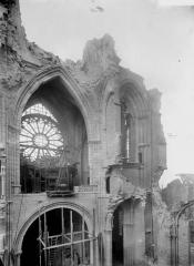 Cathédrale Saint-Gervais et Saint-Protais - Nef, vue diagonale du choeur