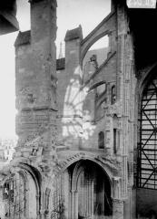 Cathédrale Saint-Gervais et Saint-Protais - Arcs-boutants du bas-côté, pris de la tribune